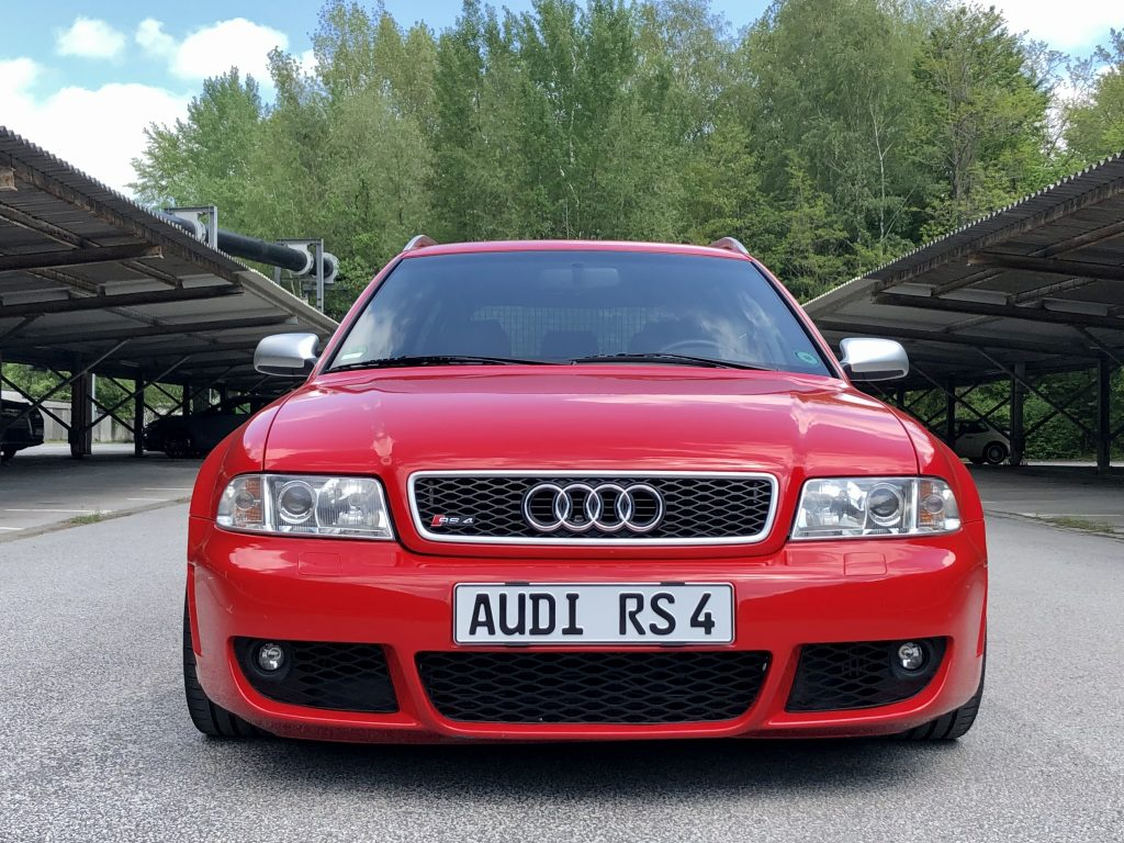 Audi RS4 B5 Front